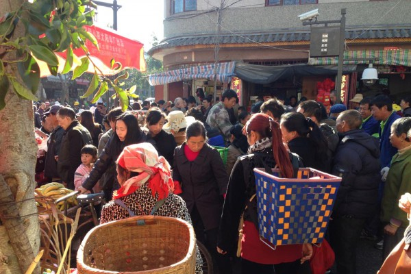 market-shopping-yunnan-china-cr-mei-zhang1