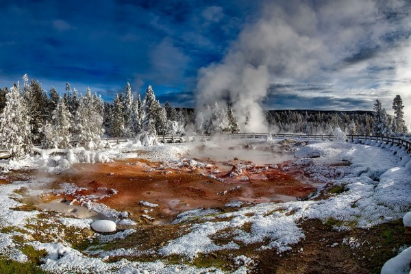 Yellowstone-winter-hot-spring-landscape-CR-Pixabay-1000x667