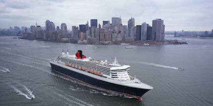 Queen-Mary-2-outside-New-York-Cunard_1
